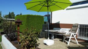 Ein Patio oder anderer Außenbereich in der Unterkunft Haus Burgblick