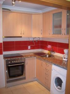 A kitchen or kitchenette at Apartamento Turistico Arminda Rodrigues