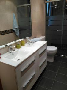 Ett badrum på Cal Farre