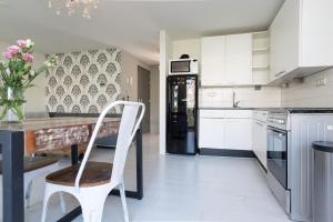Apartment East Flevopark Amsterdam廚房或簡易廚房