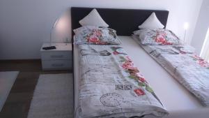 Un ou plusieurs lits dans un hébergement de l'établissement Vila Ema Apartments and Rooms