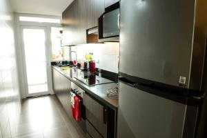 Una cocina o zona de cocina en Providencia Apartment