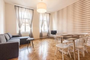 Ο χώρος του lounge ή του μπαρ στο Mighty Prague Apartments Stepanska
