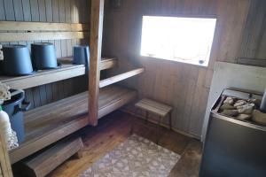 מטבח או מטבחון ב-Puolukkamaan Pirtit Cottages