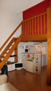 Cuisine ou kitchenette dans l'établissement Meublé Tourisme à Metz