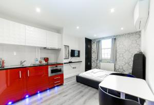 A kitchen or kitchenette at Imperial Court Suites