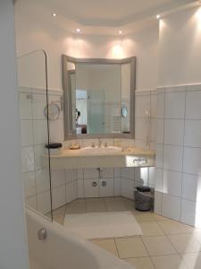 Ein Badezimmer in der Unterkunft Aparthotel Residenz am Schwarzsee