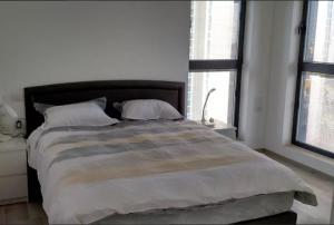 A room at Ir Yamin - 3 Bed Sea-View Apartment