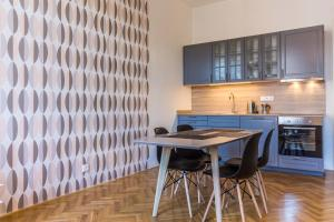 Η κουζίνα ή μικρή κουζίνα στο Mighty Prague Apartments Stepanska
