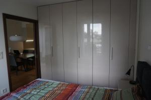 A bed or beds in a room at Apartments Nadwislanska