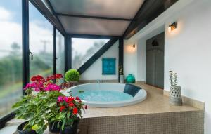Spa and/or other wellness facilities at Kent Cottage