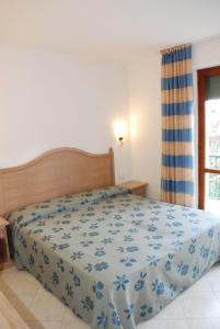 A bed or beds in a room at Elbamar Marina Di Campo
