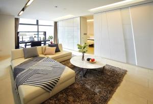 The lounge or bar area at The Classic 500 Pentaz Executive Residence