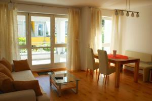 Lounge oder Bar in der Unterkunft Gemütliche Wohnung in der City - Augsburg Göggingen