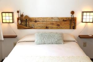 A bed or beds in a room at Alma de La Pedrera - Villaggio & Spa