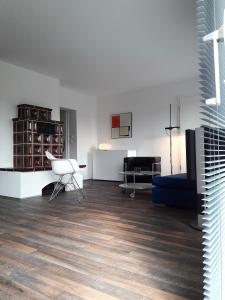 A seating area at Apartment Frankfurt