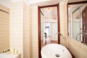 A bathroom at Lux Apartments Nicolae Balcescu