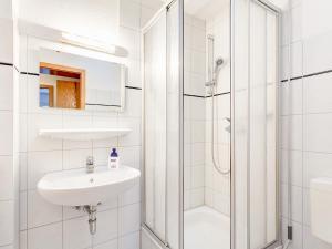 Koupelna v ubytování Ferienwohnungen in Sellin D 091.020-25