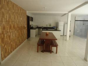 A kitchen or kitchenette at Casa da Mara