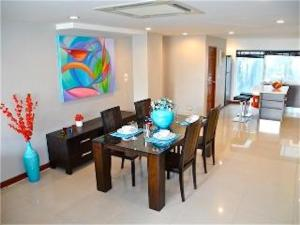 A restaurant or other place to eat at Sunrise 3 bedrooms Modern Apartment In Nai Harn