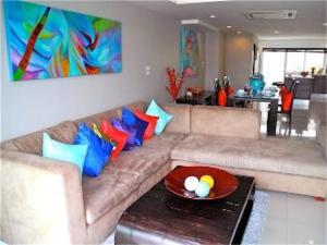 The lounge or bar area at Sunrise 3 bedrooms Modern Apartment In Nai Harn