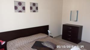 Un pat sau paturi într-o cameră la Bansko Royal Towers Apartments