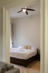 Ένα δωμάτιο στο Prague Golden Age Apartment