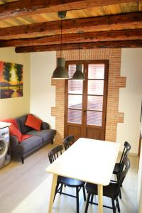 Area tempat duduk di La Llacuna