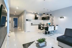 A kitchen or kitchenette at VIP Apartamenty Stara Polana 2