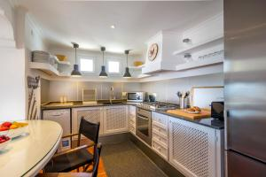 A kitchen or kitchenette at Can Panorama