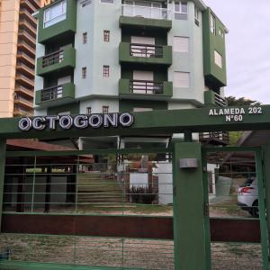 La fachada o entrada de Condominio Octogono