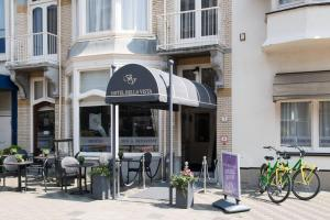 A restaurant or other place to eat at Hotel & Appartementen Bella Vista