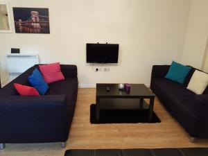 The lounge or bar area at Apartment Town Centre - 2 bed, 2 bath
