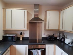 A kitchen or kitchenette at Apartment Town Centre - 2 bed, 2 bath