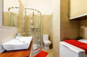 A bathroom at Nido Campus
