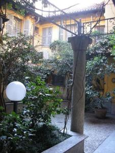 A porch or other outdoor area at Appartamento Cairoli