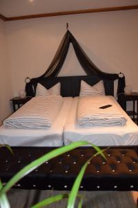 Ein Bett oder Betten in einem Zimmer der Unterkunft Ferienwohnung Könitz