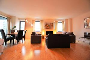 The lounge or bar area at Zen Apartments- Canary Wharf