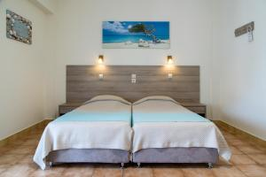 A bed or beds in a room at Studio Nikos