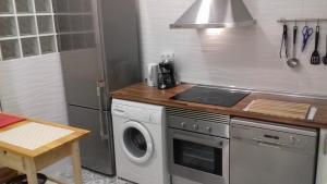 Una cocina o zona de cocina en Apartment on Carrer del Dr. Lluch