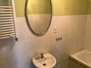 A bathroom at Jelenia Góra, Apartament