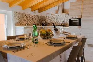 Ein Restaurant oder anderes Speiselokal in der Unterkunft Villa Perla del Lago