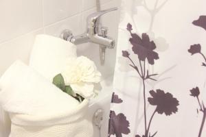 A bathroom at Apartamento en el centro de Montilla