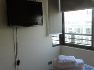 Una televisión o centro de entretenimiento en Departamento Parque de los Reyes