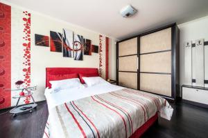 A room at Queens Apartments 2