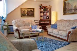 Ein Sitzbereich in der Unterkunft Ferienwohnungen Engelsgaertchen