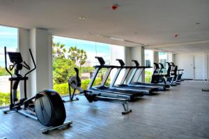 The fitness center and/or fitness facilities at Amazon Residence Condo Resort By Fortunerthai Company