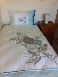 A bed or beds in a room at Kilmore Quay Castleview 1 - 5 Bedroom House