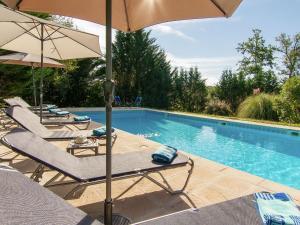Bazén v ubytovaní Villa La Piniere alebo v jeho blízkosti