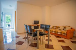 A seating area at Apartments Nina